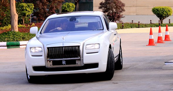 rolls royce drive photo 1