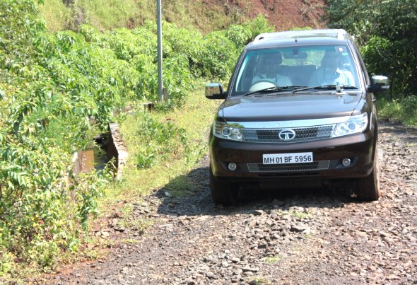 tata-safari-storme-driving2
