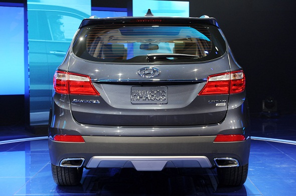 2013-hyundai-sante-fe-rear-photo