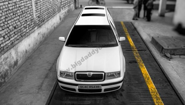 Skoda Octy Royale Limousine Straight On Pic