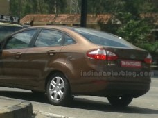 2014-Ford-Fiesta-facelift-IAB-Spied-taillights