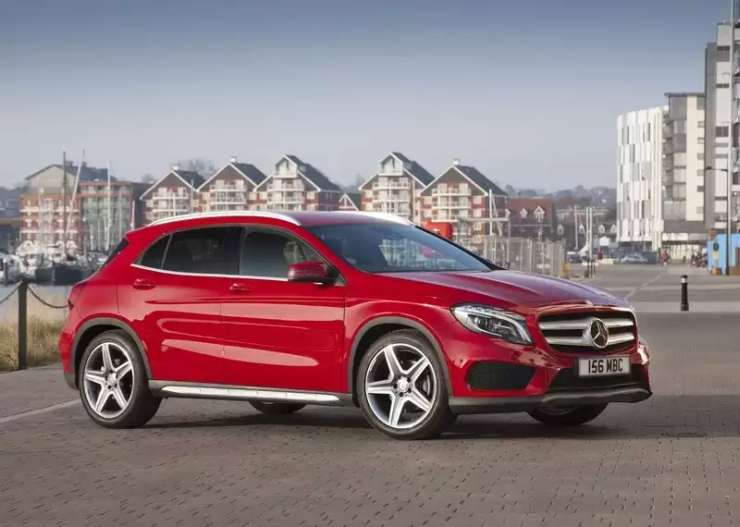 What to buy 7 seat luxury suv or the 5 seat german for Mercedes benz gla crossover