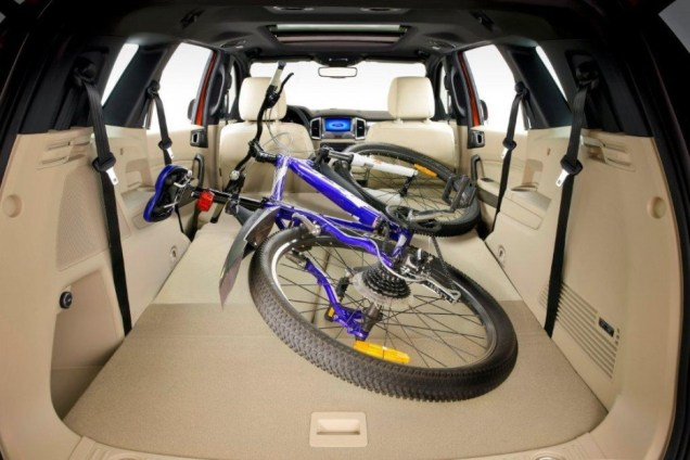 2015 Ford Endeavour SUV 4