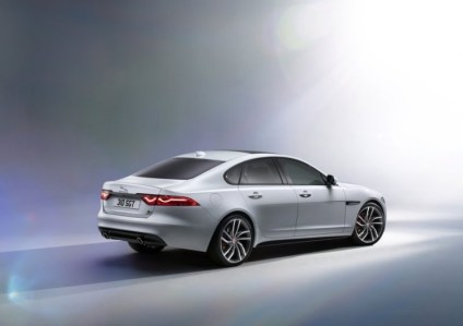 2016 Jaguar XF Luxury Saloon 2