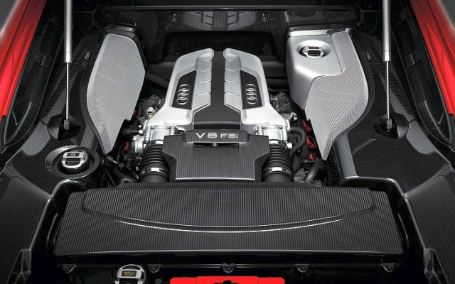 Audi R8 Supercar's Fuel Injected V8 Petrol Engine