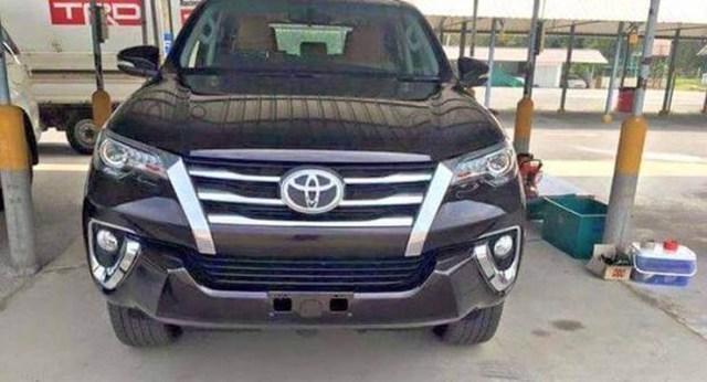 Toyota Fortuner Luxury SUV 1