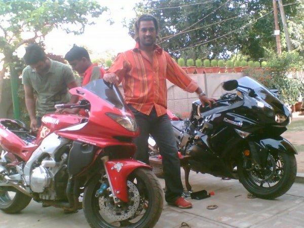MS Dhoni with his Yamaha Thundercar and the Kawasaki Ninja ZX14R
