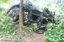 Mahindra XUV500 Airbags Crash 3