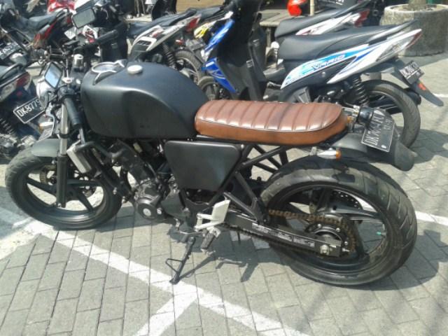 cbr250r-cafe-racer-bali-motoblast2