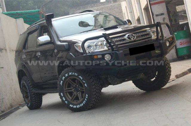 Toyota-Fortuner-2