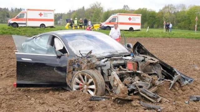 Tesla Model S Crash 1