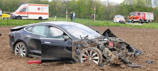Tesla Model S Crash 3