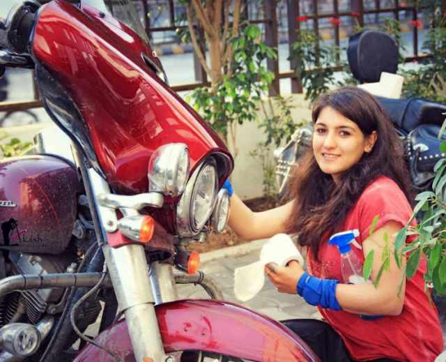 anushriya 2