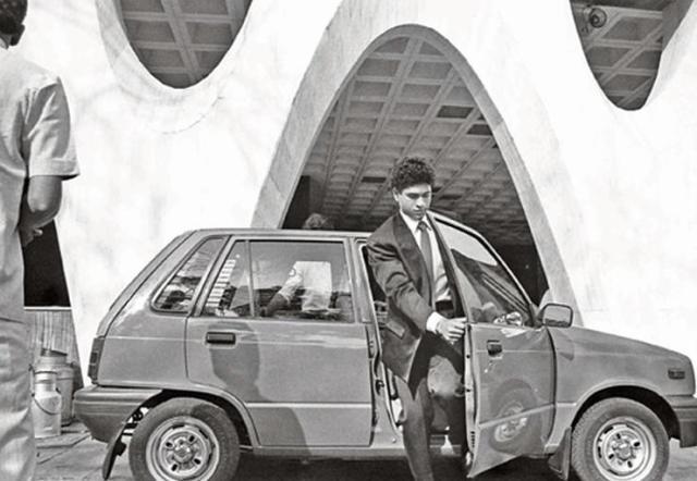 Sachin Tendulkar with his Maruti 800