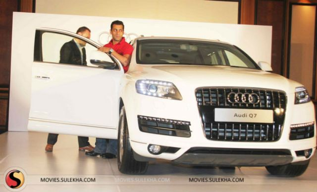 salman-khan-gets-a-new-audi-q7-stills016