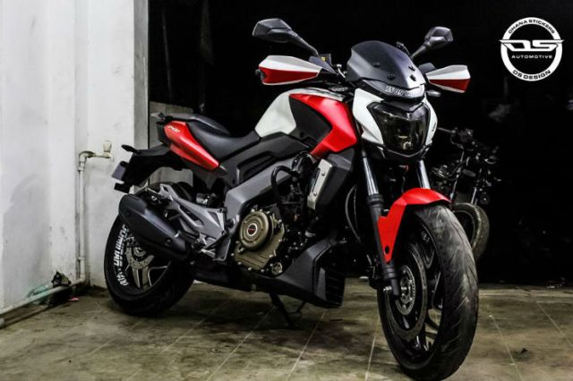 Bajaj-Dominar-400-custom-wrap-by-Dhana-Stickers-front-three-quarter