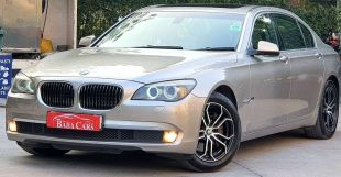 Super luxurious and powerful BMW 7 Series, used sedan at Honda City prices