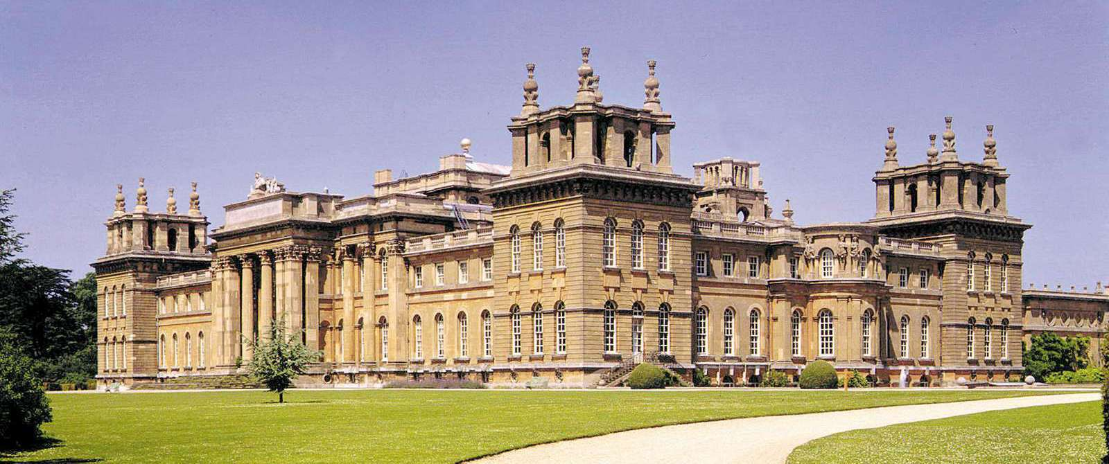 Blenheim Palace near Cartwight Hotel in Anyo Banbury Oxfordshire