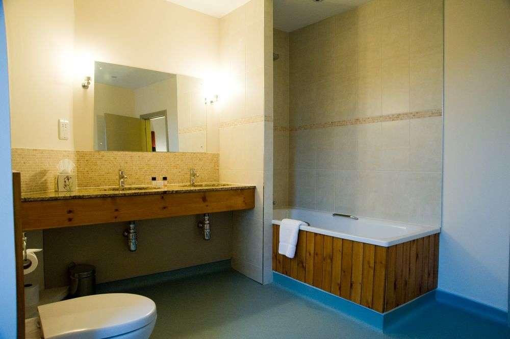 Cartwright Hotel Bathroom
