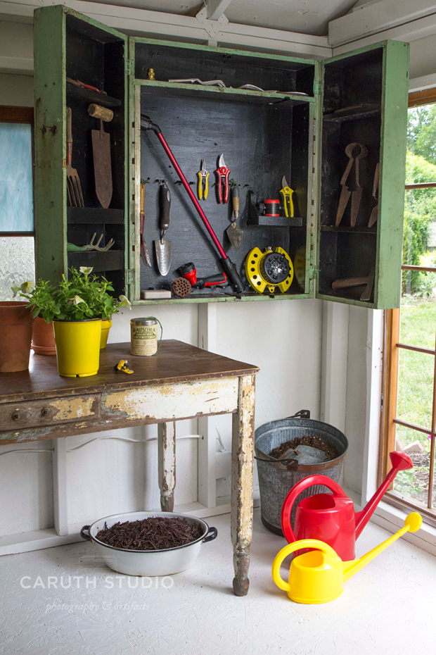Open tool cabinet