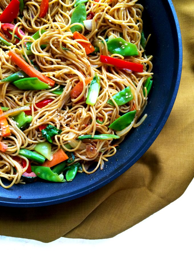 chilly garlic noodles in sesame pepper sauce