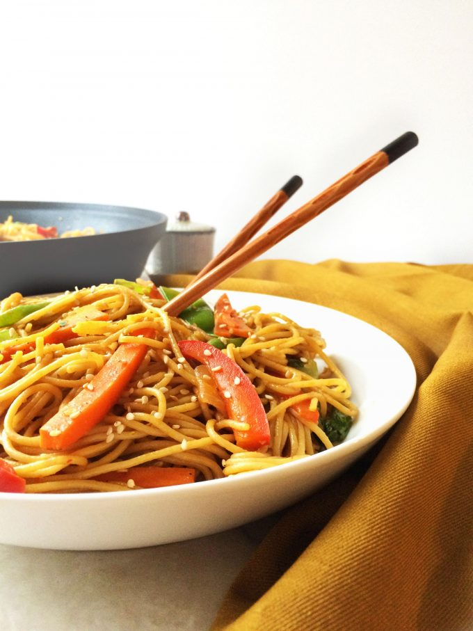 healthy chilly garlic noodles in sesame pepper sauce