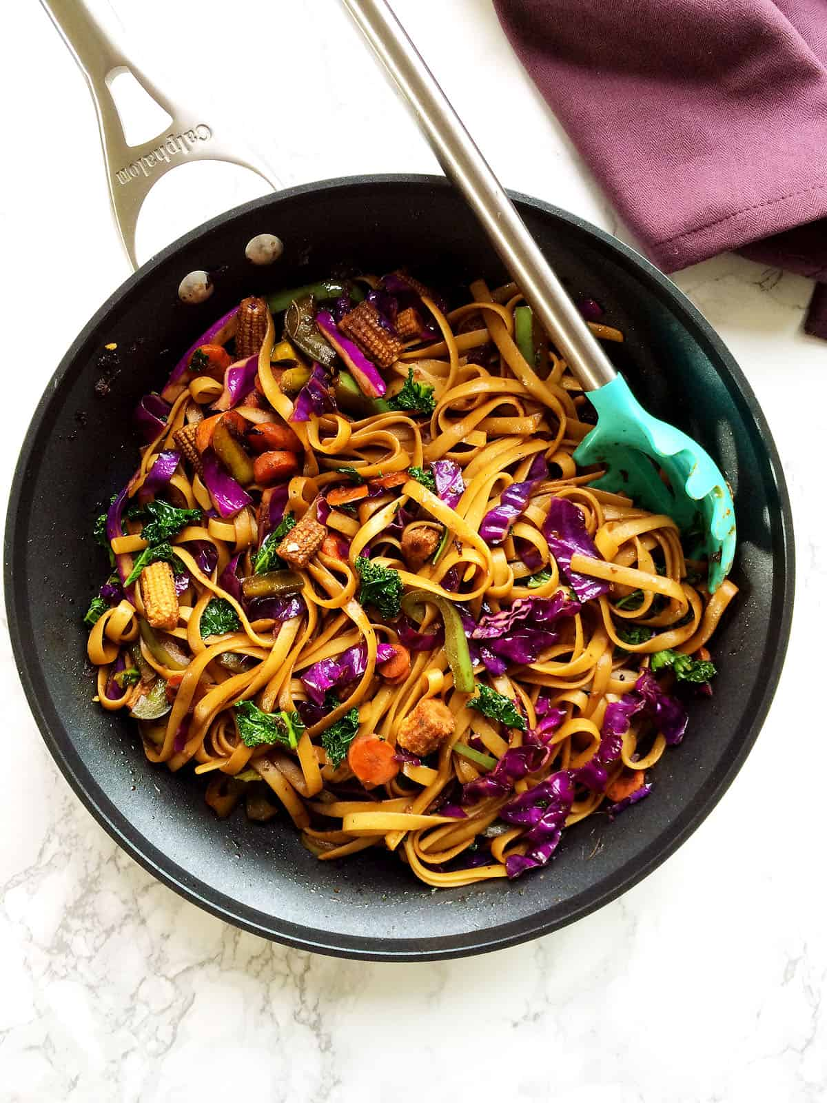 vegan mongolian noodles and veggies stir fry in spicy soy