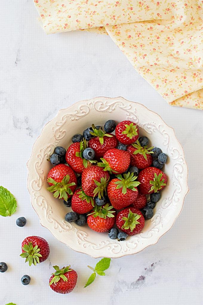 No-bake-mixed-berries-icebox-cheesecake-5