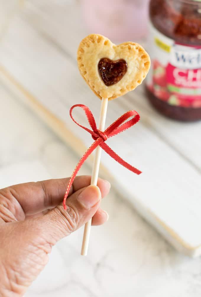 chia-strawberry-jam-pie-pop
