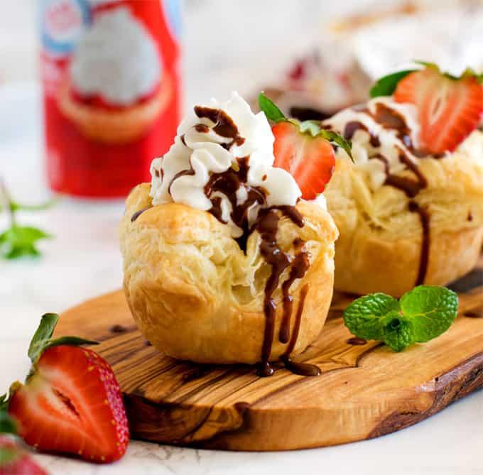 Eggless chocolate pudding puff pastry bites