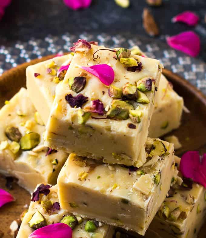 Condensed milk fudge ( easy 3 ingredient fudge recipe & variations)