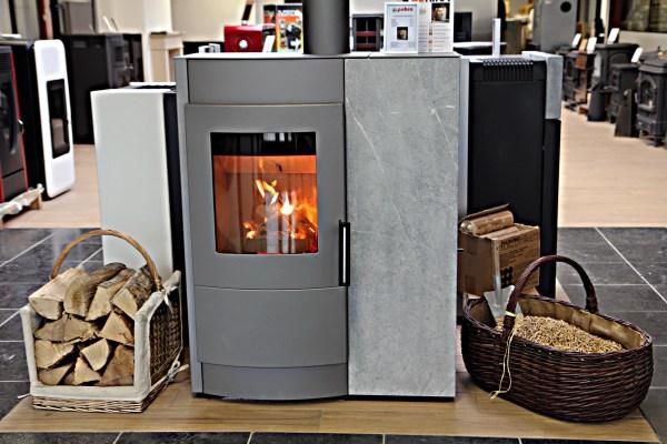 appareil de chauffage fonctionnant avec des b ches de bois et avec des granul s de bois pour un. Black Bedroom Furniture Sets. Home Design Ideas