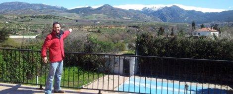 Vistas a Sierra Nevada desde la terraza del chalet rural en Granada