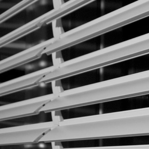 Da oltre 30 anni la nostra azienda produce e commercializza avvolgibili in pvc. Tapparelle Orientabili Di Alta Qualita A Prezzi Di Costo Non Line