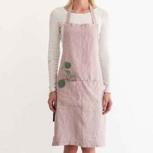 Roze stonewashed linnen schort Pink Lavendel - merk Linen Tales - online te koop bji Casa Comodo