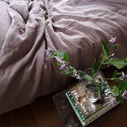 Lavendelkleurig dekbedovertrek Vintage Rose gemaakt van puur linnen - Het dekbedovertrek is van het merk Casa Homefashion