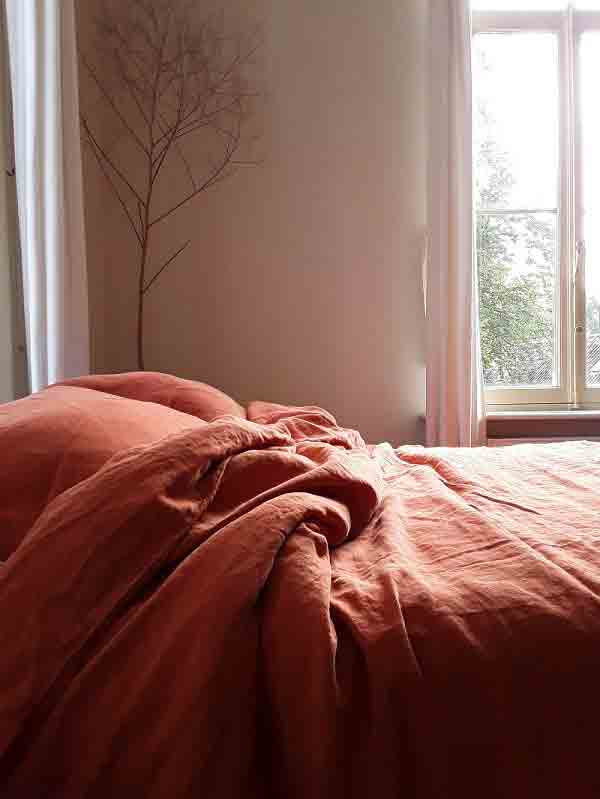 Linen duvet cover Baked Clay is brick red, terra cotta color. On-line for sale at Casa Comodo