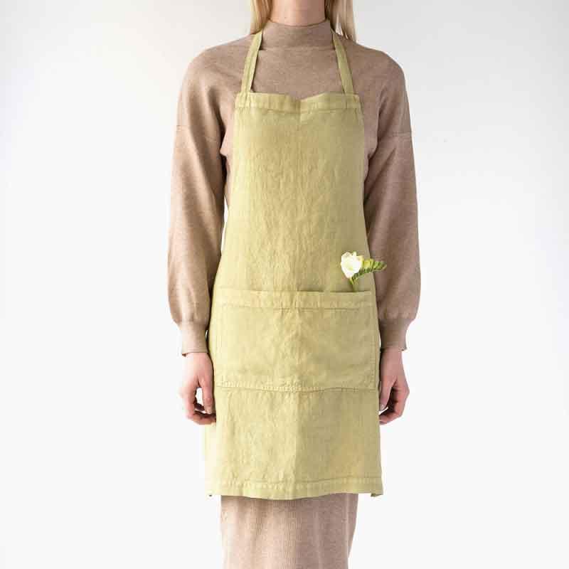 Groen linnen schort Leek - merk Linen Tales - online te koop bij Casa Comodo