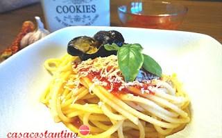 Pasta salsa di datterino e quaglie di melanzana
