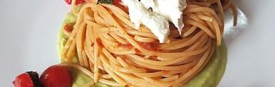 Spaghetti integrali datterino bufala ed avocado