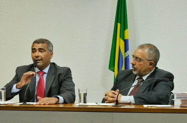 senador-romario-foi-o-relator-do-projeto-que-e-de-autoria-de-paulo-paim-