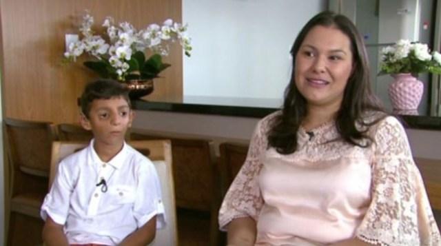 Para a mãe de Gabriel, a família e os amigos vêm tendo um papel muito importante na recuperação dele. (Foto: Reprodução/RPC)