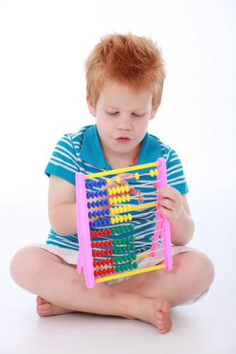O ábaco é um excelente instrumento que permite ao aluno ter noções de contagem e de cálculo