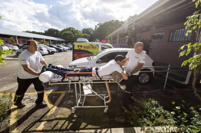 Resultado de imagem para Estudante de medicina que assistia a aula em maca faz reabilitação em SP