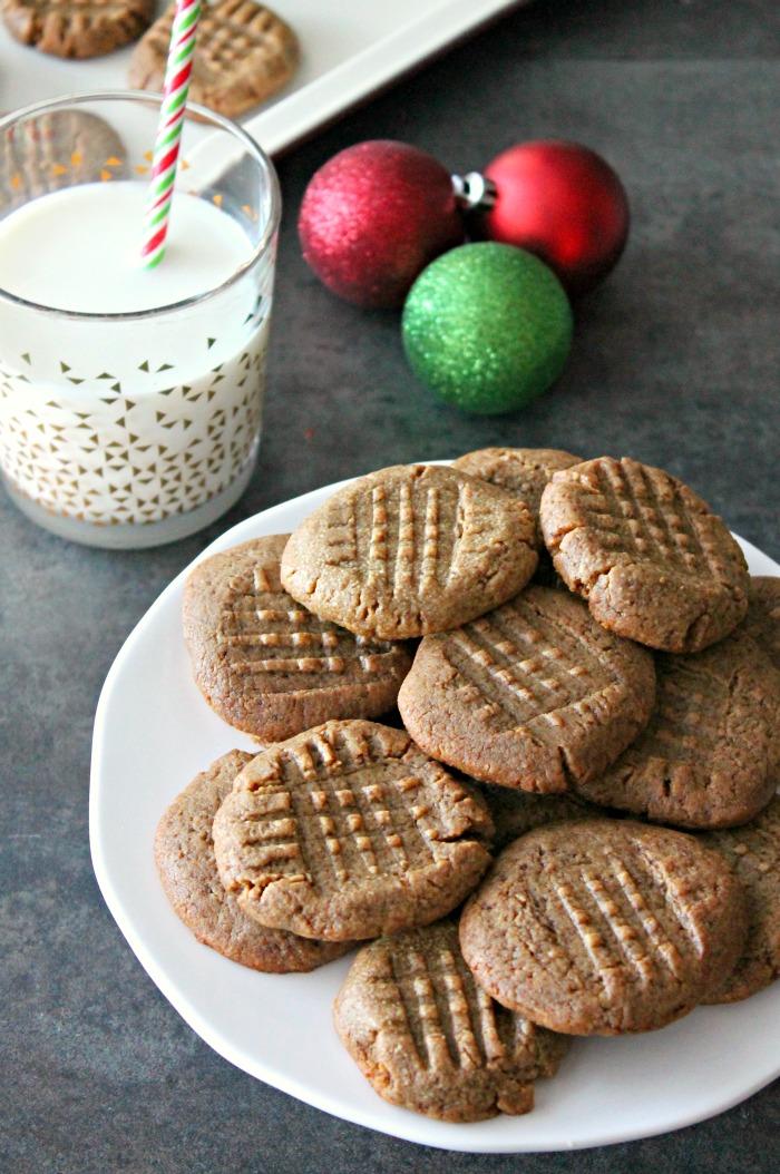3 ingredient peanut butter cookies | casadecrews.com