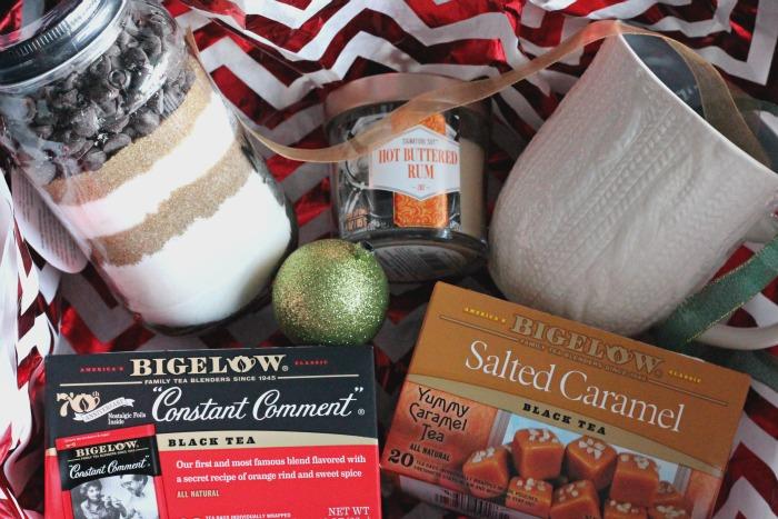 the perfect gift basket for a neighbor | casadecrews.com