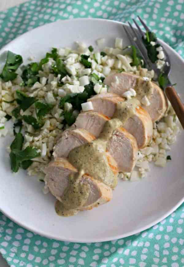 Grilled Chicken with Poblano Cream Sauce #SundaySupper | casadecrews.com