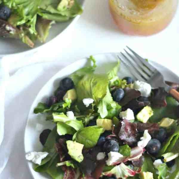 Spring Mix Salad with a Grapefruit Poppy Seed Vinaigrette #BlueberryToss #FWCon | casadecrews.com