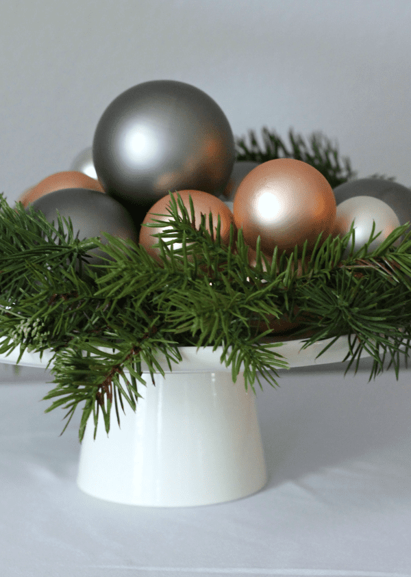 How to make an easy ornament centerpiece | casadecrews.com