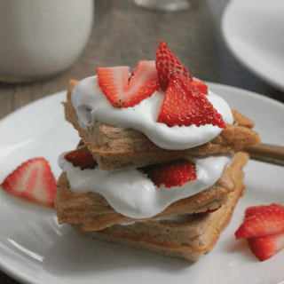 Strawberry Shortcake Waffles #MAKEITWITHMILK #FWCon